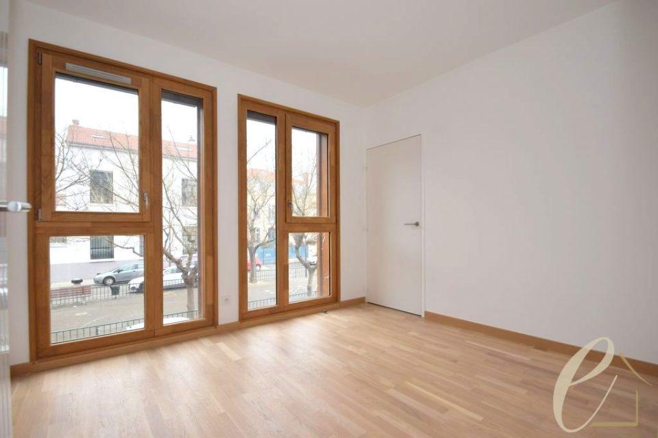 lyon c ur croix rousse exceptionnel appartement t3 de 75 m ouvrant sur une terrasse de 18 m. Black Bedroom Furniture Sets. Home Design Ideas